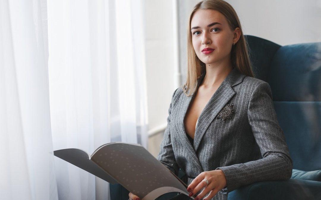 Die häufigsten Fehler von Frauen auf ihrem Karriereweg in einer männlichen geprägten Berufswelt. Tipps für eine gelingende weibliche Karriere.